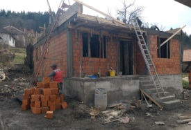 RADUJU SE USELJENJU Vlaseničanima nove kuće zahvaljujući programu oporavka od poplava