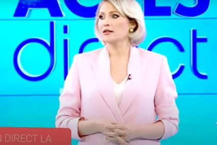 HAOS UŽIVO Gola žena uletjela u studio, pa gađala voditeljku ciglom (VIDEO)