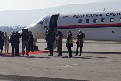 URUČENA DONACIJA VAKCINA Vučić napustio BiH, s aerodroma u Sarajevu ga ispratio Dodik