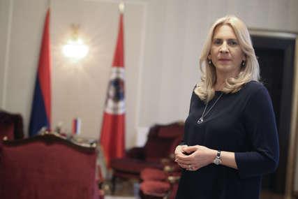 """Prvomajska čestitka Željke Cvijanović """"Za unapređenje materijalnog položaja radnika neophodna je stabilna Republika"""""""