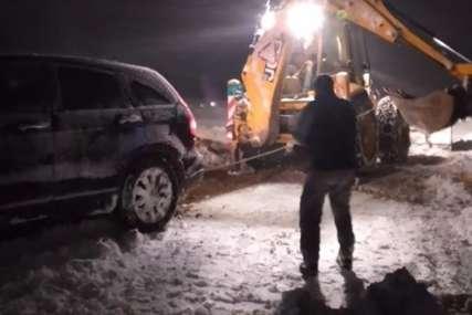 Drama sa mećavom: Komunalci izvlačili zavijane putnike iz sniježne oluje na Zlatiboru