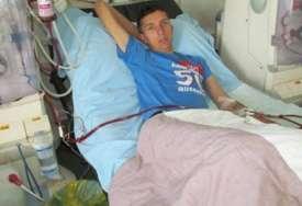 BORBA SA TEŠKOM BOLEŠĆU Mladiću iz Gračanice za transplantaciju bubrega potrebno 85.000 evra