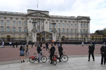 Uhapšen muškarac u Londonu: Sa nožem u ruci pokušao da se probije u Bakingemsku palatu