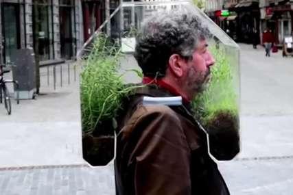 Genijalna ideja oduševila mnoge: Ljudi u čudu gledali šta nosi umjesto maske (FOTO)