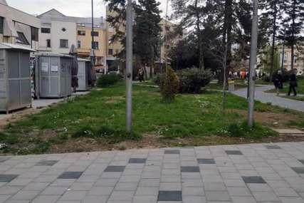 Pozvali gradonačelnika da pokosi travu: Protest zbog zapuštenih javnih površina u Bijeljini
