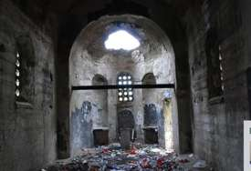 Iguman Sava Јanjić objavio fotografije: Crkvu u Samodreži Albanci pretvorili u javni toalet (FOTO)