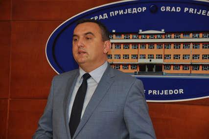 DA LI JE POSLUŠAO DODIKA Gradonačelnik Prijedora i dalje ćuti o ostavci nakon skandala koji potresa grad