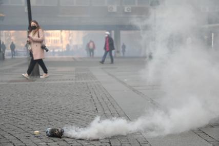 PANIKA U CENTRU BEOGRADA Dimne bombe duž Knez Mihailove, ljudi se razbježali, policija privela tri osobe (VIDEO)
