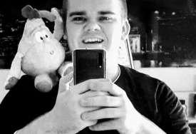 """""""Mlad i zdrav život je izgubljen"""" Kristijanov brat Dominik (23) UMRO JE OD KORONE, svi u porodici su se zarazili virusom"""