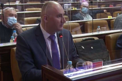 """""""Moguće da sam opsovao sebi u njedra"""" Topić se izvinio odbornicima Skupštine grada Banjaluka (VIDEO)"""