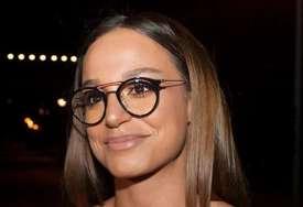 """""""Ko mi to napiše blokiraću ga"""" Pjevačica se skinula u Dubaiju i pokazala novitet, a u komentarima RASPRAVA (FOTO)"""