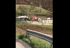 Detalji teške nesreće kod Gračanice: Iz olupine ispod kamiona čuli se jezivi krici, žena spasena u zadnji tren (VIDEO)