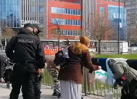 """NAKON PRIJAVE GRAĐANA Inspekcija rastjerala migrante koji su u Sarajevu prodavali """"sve za marku"""""""