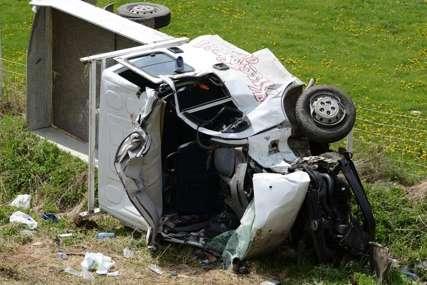 """Novi detalji stravične nesreće: Vozač kamioneta """"Kuće od srca"""" i dalje u TEŠKOM STANJU"""