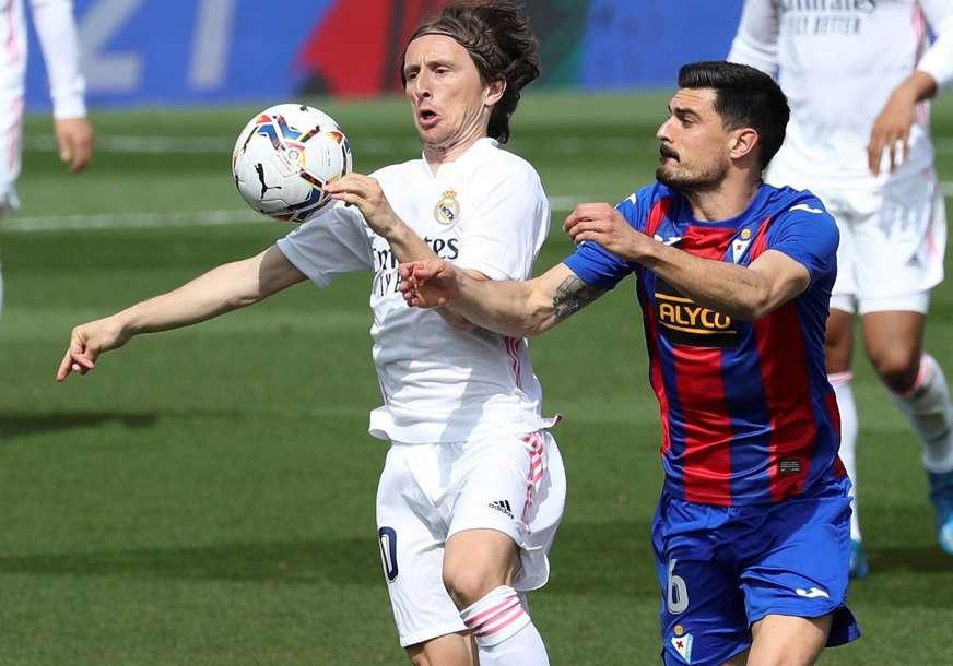 PRISTAO NA SMANJENJE PLATE Modrić ostaje u Real Madridu do ljeta iduće godine