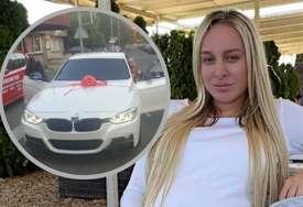 KRIZA POKUCALA NA VRATA Luna Đogani prodaje automobil (FOTO)