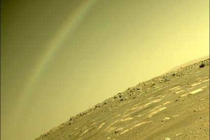 """VEOMA VAŽAN TEST NASA Helikopter """"preživio"""" hladnu noć na Marsu bez rovera """"Istrajnost"""" i napravio prvu fotografiju (FOTO)"""