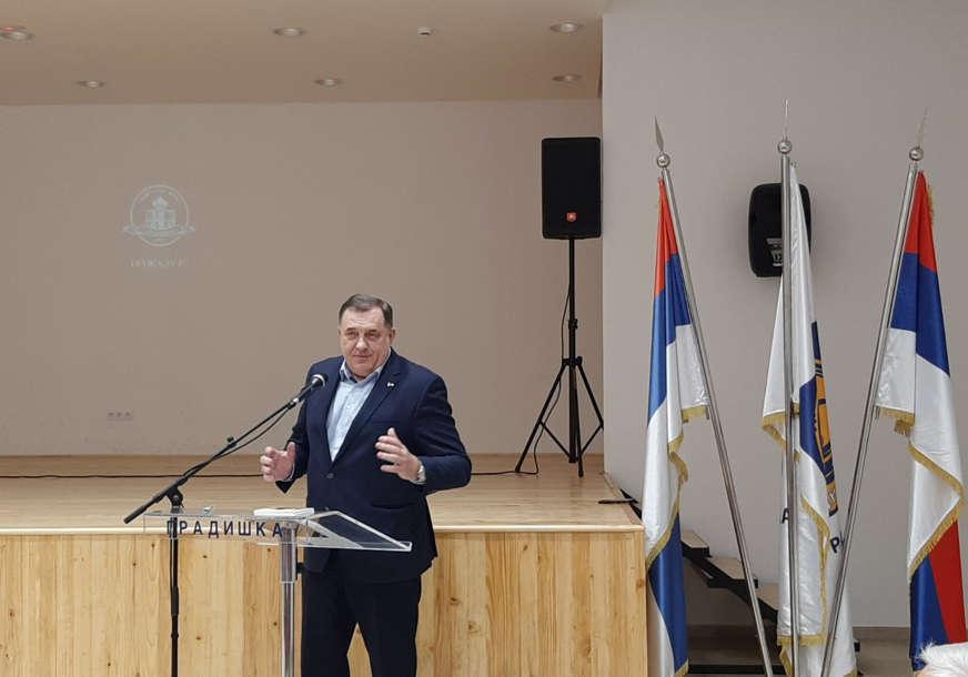 """Dokaz da je srpska istorija herojska"" Dodik na premijeri filma ""Aprilski let"" u Novoj Topoli"