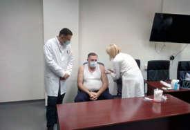 """VAKCINISAN """"SPUTNJIKOM V"""" Dodik primio vakcinu protiv virusa korona (VIDEO)"""