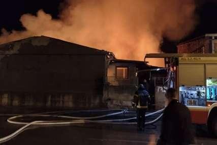 """Bez domova ostalo deset porodica u Nišu """"Zapalio se dimnjak kod komšinice, sve je izgorjelo u trenu"""""""