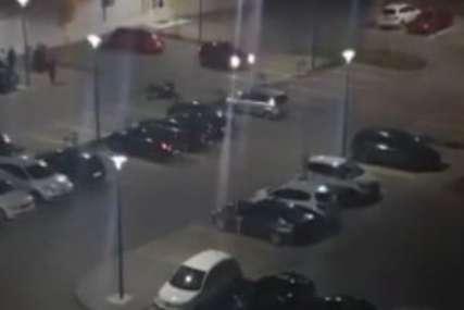 Zaleću se kolima, uleću u krivine: Bahata vožnja na parkingu u Novom Sadu (VIDEO)