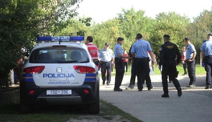Prolaznici ZATEKLI UŽAS: Muškarca i ženu našli mrtve na parkingu groblja