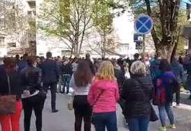 """""""Mito i korupcija, mostarska policija"""" Nezadovoljni građani se okupili i pružili podršku pretučenom mladiću (VIDEO)"""