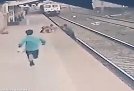 HEROJSKI ČIN RADNIKA U posljednjim sekundama spasao dijete, dok je voz jurišao ka njemu (VIDEO)