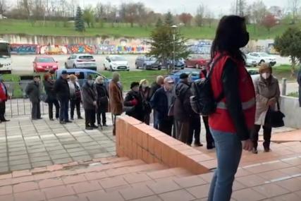 GRAĐANI VEĆ NAPRAVILI RED Počinje vakcinacija starijih od 75 godina u Sarajevu (VIDEO)