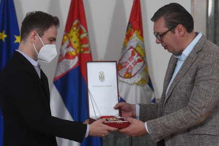 Vučić uručio ORDEN Karađorđeve zvezde prvog stepena VIOLINISTI Stefanu Milenkoviću