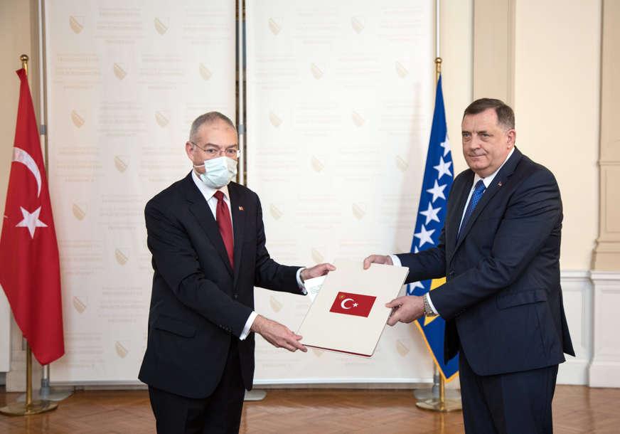 """""""DODATNO UNAPRIJEDITI DOBRU SARADNJU"""" Sastanak Dodika i novoimenovog ambasadora Turske u BiH"""