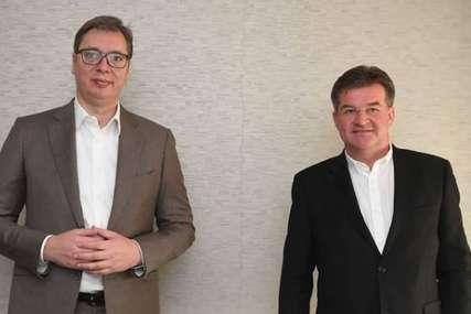 Vučić se sastao sa Lajčakom u Briselu