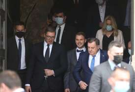 Uputio se prema aerodromu u Mahovljanima: Vučić napustio Banski dvor i završio posjetu Banjaluci (FOTO)