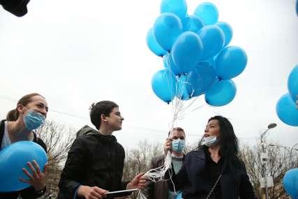 U Banjaluci obilježen Svjetski dan svjesnosti o autizmu: Sa Trga Krajine poletjeli plavi baloni (FOTO)