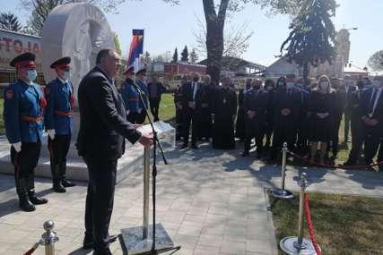 Dodik nakon otkrivanja spomenika u Gradiški: Opomena i još jedan svjedok stradanja Srba
