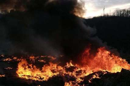 INTERVENISALI VATROGASCI Ugašen požar na bivšoj deponiji smeća