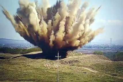 Eksplozija i dim na sve strane: Pripadnici MUP uništili avionsku bombu iz Drugog svetskog rata (VIDEO)
