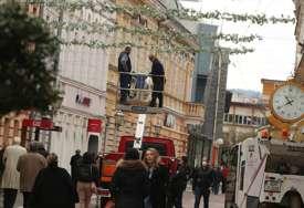 PLANIRANO 30 DOGAĐAJA Pripreme za Dan grada, u toku ukrašavanje Gospodske ulice (FOTO)