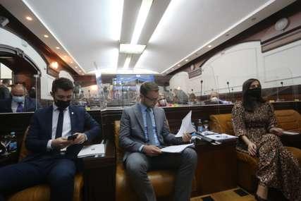 STANIVUKOVIĆ IZNENAĐEN Odbornici odobrili gradonačelniku da duže priča za vrijeme diskusije