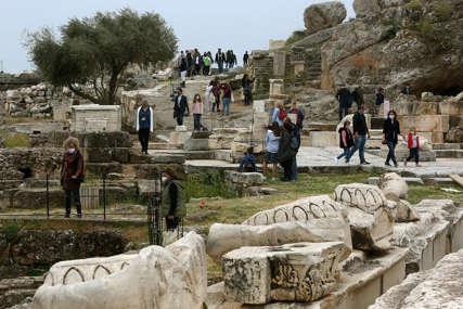 Grčka ublažila pravila: Nema karantina za putnike određenih zemalja