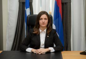 PAMTIĆE PUT DO POSLA Grk prijatno iznenadio šeficu Predstavništva Srpske u Solunu (FOTO)
