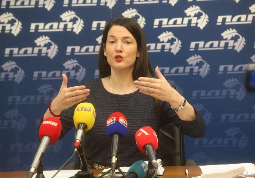 """""""Srbi neće klečati pred nametnutim zakonom"""" Jelena Trivić se oglasila povodom Inckove odluke"""
