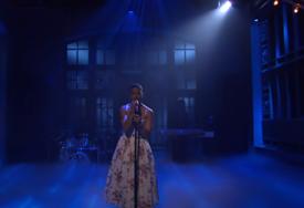 ODAO POČAST Snimak repera koji izvodi pjesmu u haljini postao viralni hit (VIDEO)
