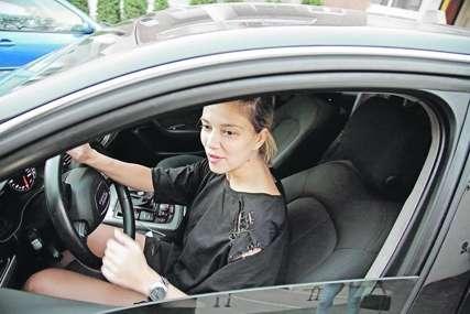 """""""MENI OD MENE"""" Kija Kockar kupila skupocjen automobil"""