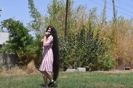 OSVOJILA TRI REKORDA Indijka ošišala kosu dugu dva metra (FOTO,VIDEO)