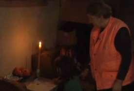 Kristina (10) i njena majka žive u trošnoj kući bez struje i vode: Djevojčica uči uz svijeću, a jedan preokret im je vratio vjeru u bolji život