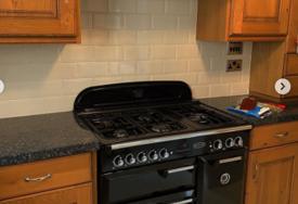 TREBA VAM INSPIRACIJA Bračni par preuredio kuhinju za 24 sata, a samo ofarbali ormariće (FOTO)