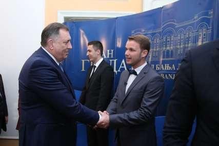 RUKOVANJE LJUTIH RIVALA Dodik čestitao Stanivukoviću, gradonačelnik Banjaluke odgovorio objeručke (FOTO)