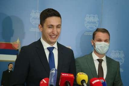 """""""Kritikuju prethodnike, a dočekaće ih isto"""" Ilić jedva čeka sjednicu na kojoj će aktuelna administracija tražiti NOVA ZADUŽENJA"""