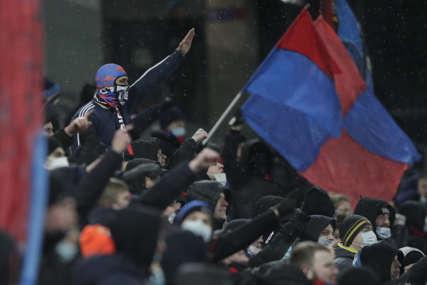 UVOD U DERBI Masovna tuča navijača Spartaka i CSKA (VIDEO)